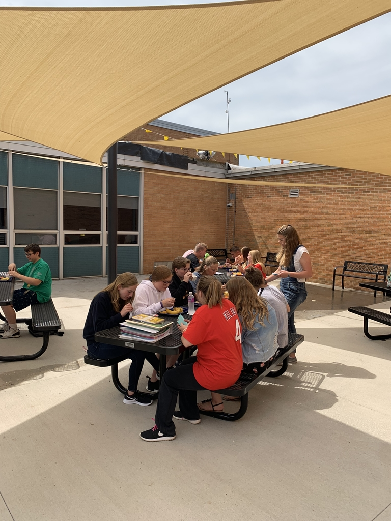 First lunch outside!